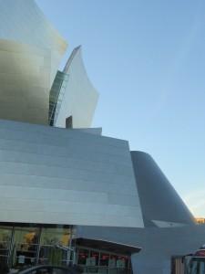 Walt Disney Theatre - glänzendes Prunkstück des Stararchitekten Frank O. Gehry.
