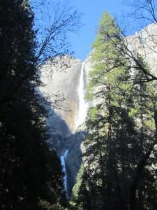 Im Winter sprudelt das Wasser in den Yosemite-Fällen spärlicher.