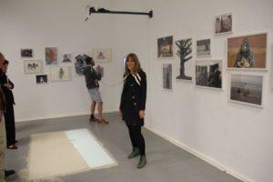 Verena Kyselka präsentiert die Ergebnisse ihrer Spurenlese Ende November 2016 in Muscat